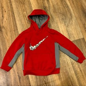 Kids red therma fit Nike hoodie/sweatshirt size 6